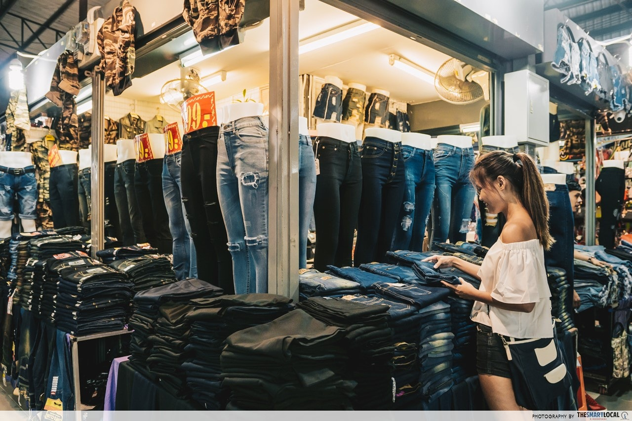 hat yai Asean Night Bazaar - ripped jeans