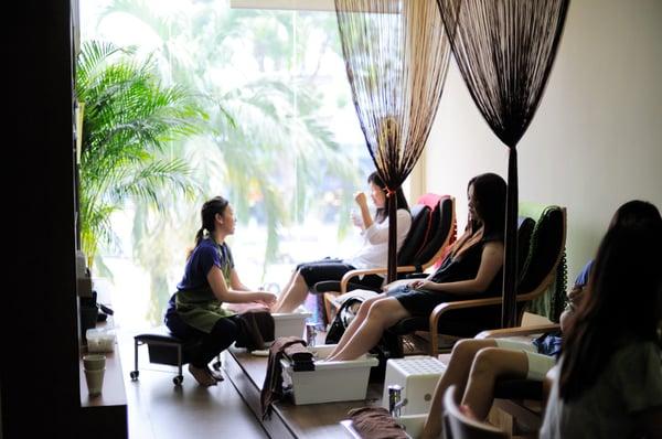 10 Neighborhood Nail Salons For Cheap Mani-Pedis In Singapore