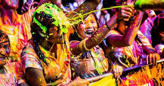 ILLUMI FEST RUN 2018 Is A Glowing Party-Run Event With DJs, A Giant Slide And Paint War
