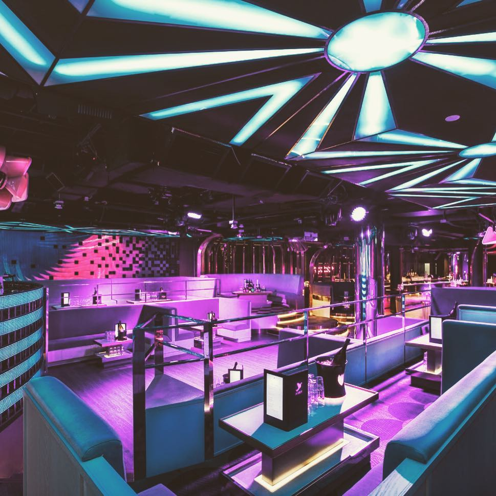 AVRY-club-seats