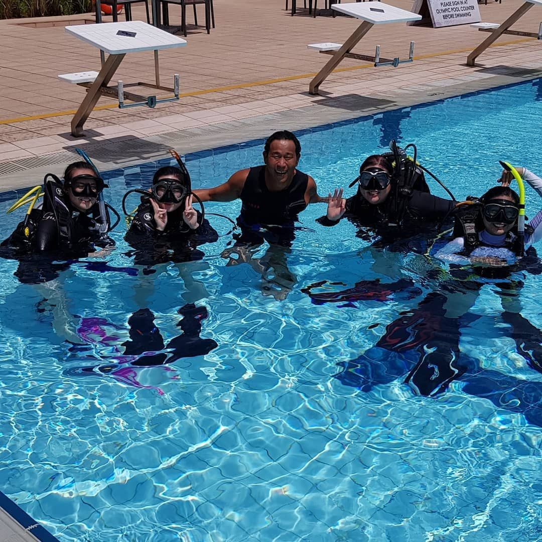simply scuba singapore pool lesson open water diver course