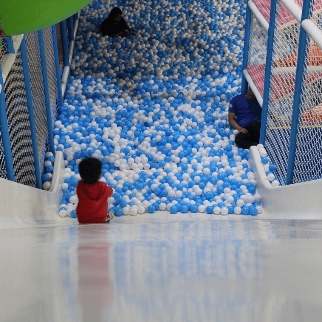 My Little Giant - giant slide to ball pit