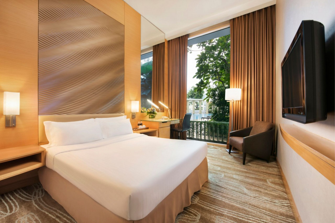 Hotels near clubs - park hotel queen size bed