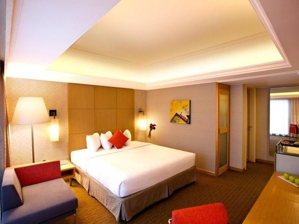 Hotels near clubs - Novotel queen bed