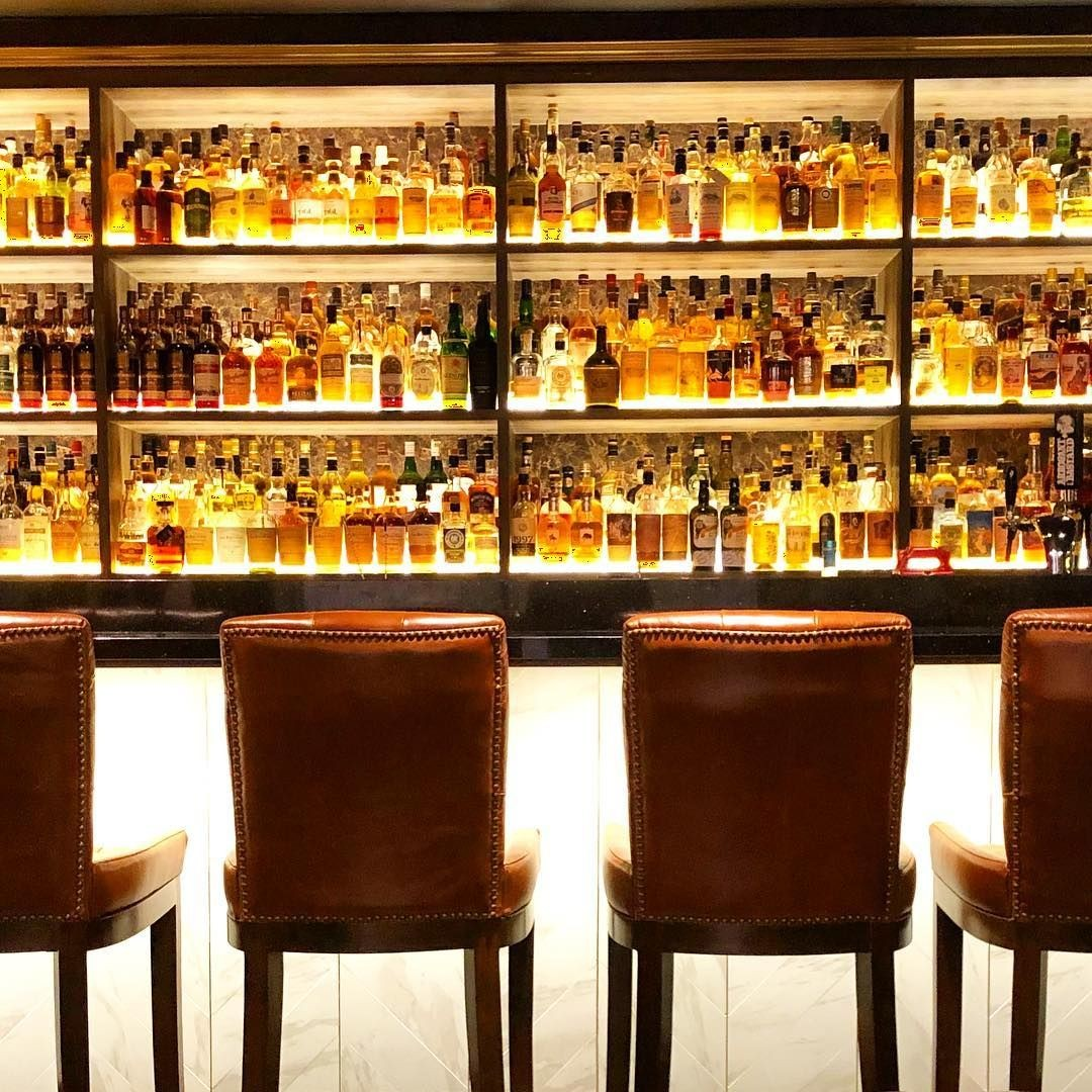 The Writing Club - whisky bar in Palais Renaissance