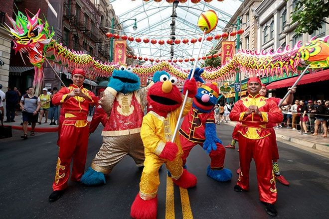 USS - performance by sesame street characters