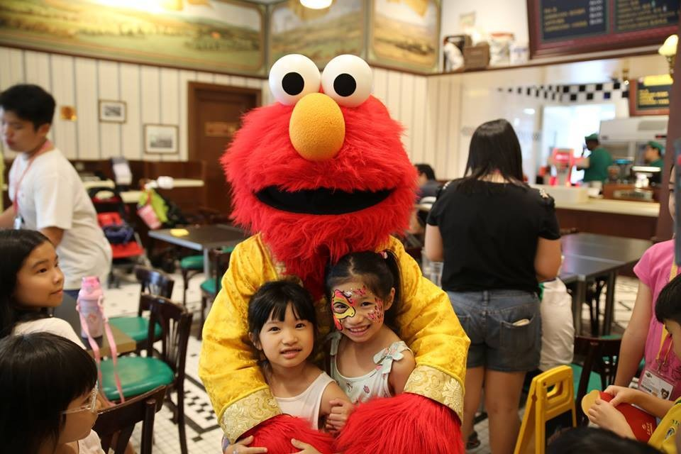 USS - dining with Elmo