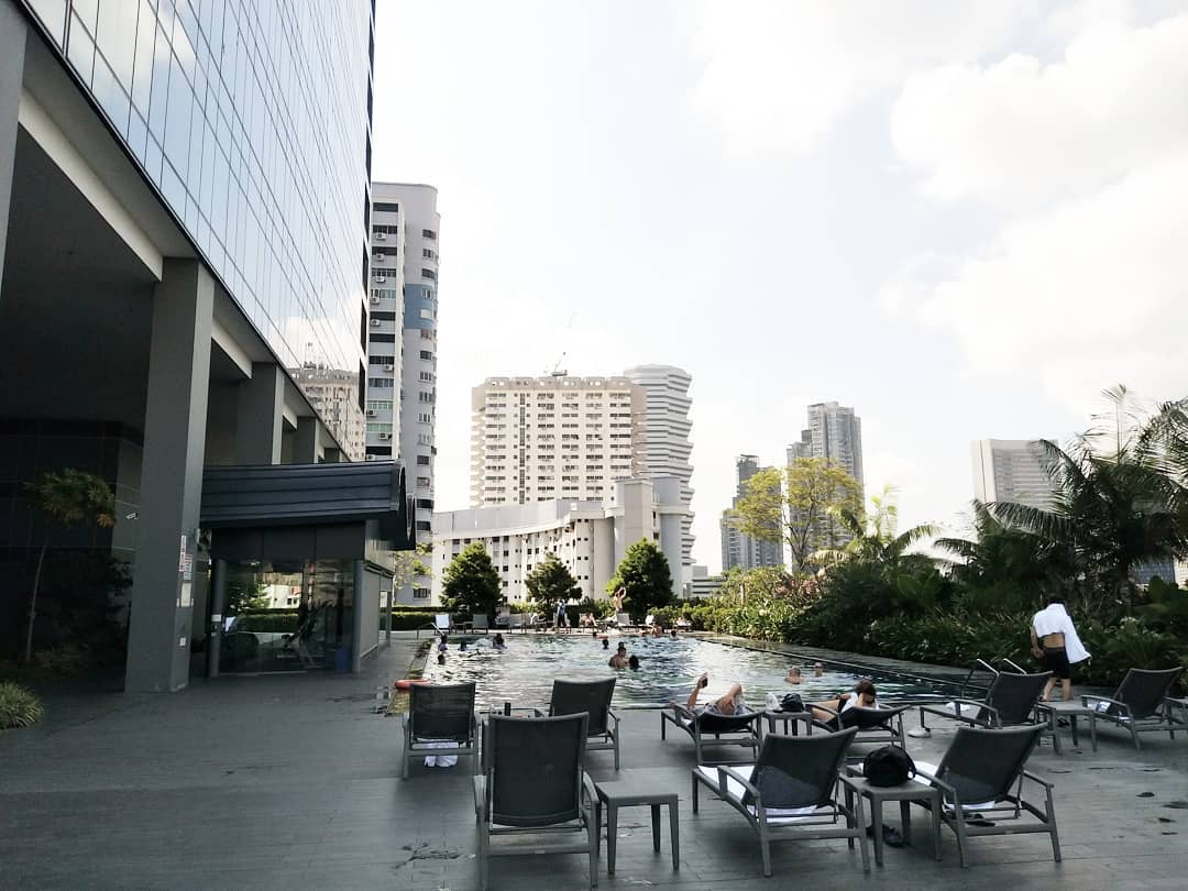 hotel boss rooftop pool and gym singapore