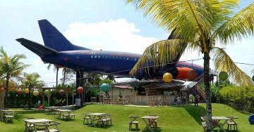Keramas Aero Park Bali - This Abandoned Airplane Is Now A Restaurant With Sea Views & Cheap Beer