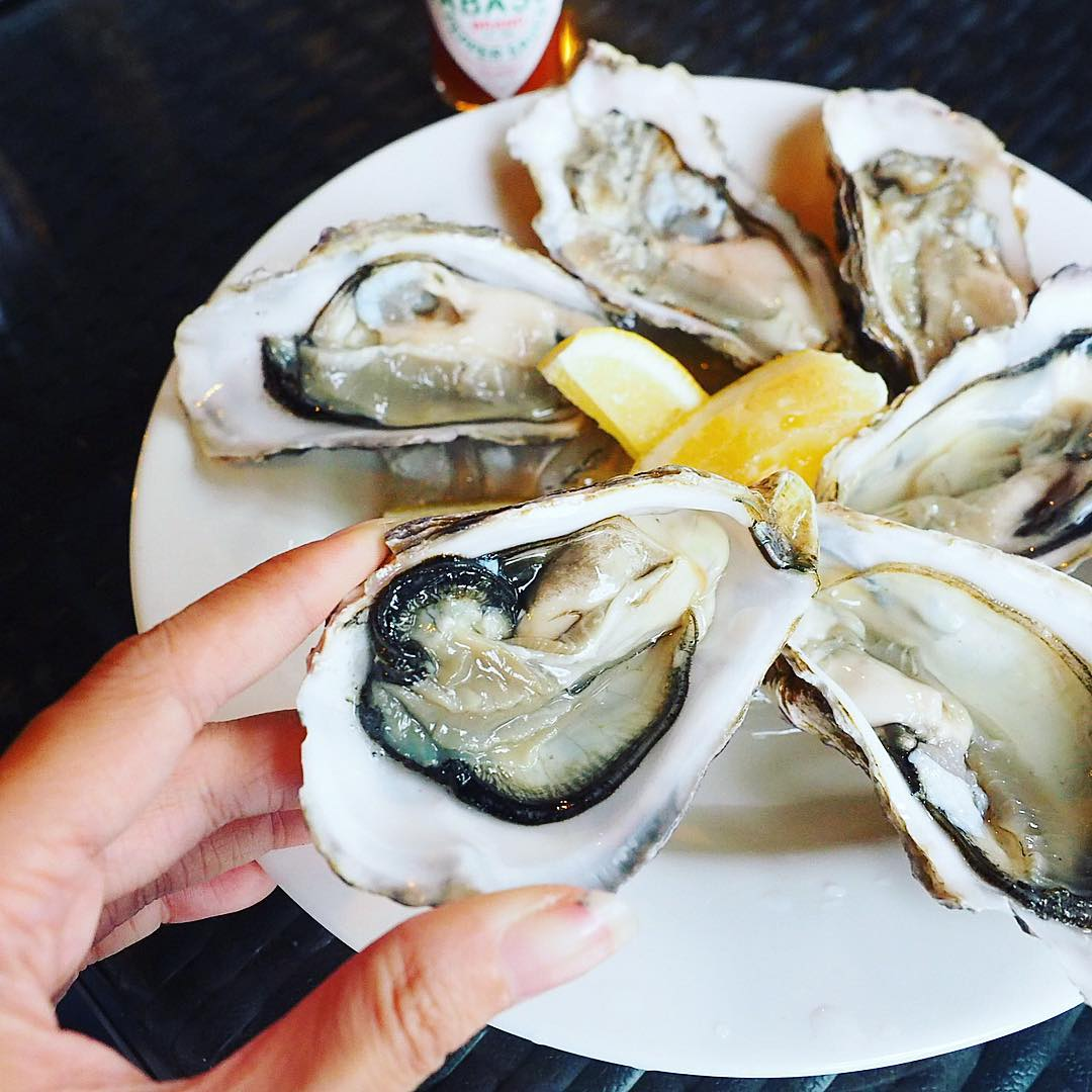 bar on chulia singapore $1 oysters happy hour