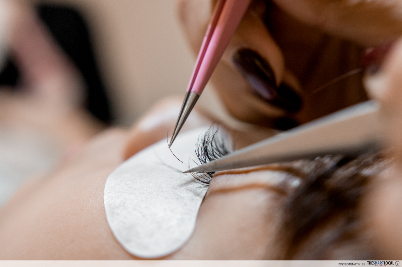 individual lash extensions at flutters singapore