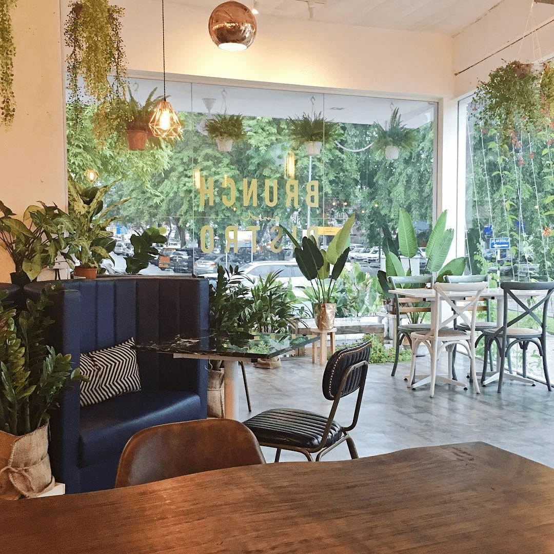 Mok Mok Brunch and Bistro - interior
