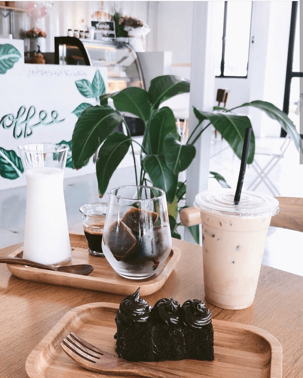 93 Bangkok coffee - cake and drink