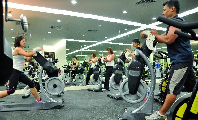Spin class - Physique 360 studio group warm up