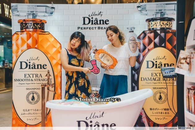 Moist Diane - photo booth with bathtub