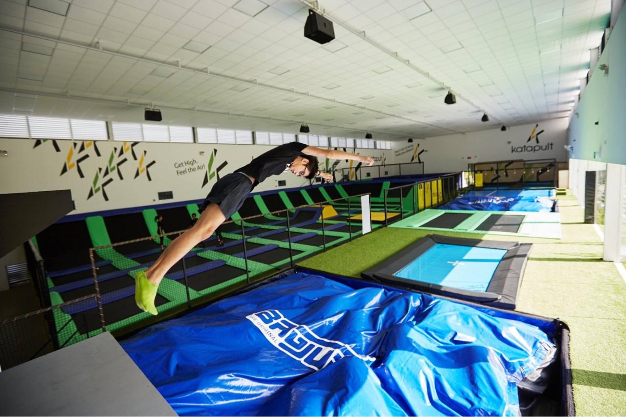 Trampoline park - Katapult air bag jump plunge