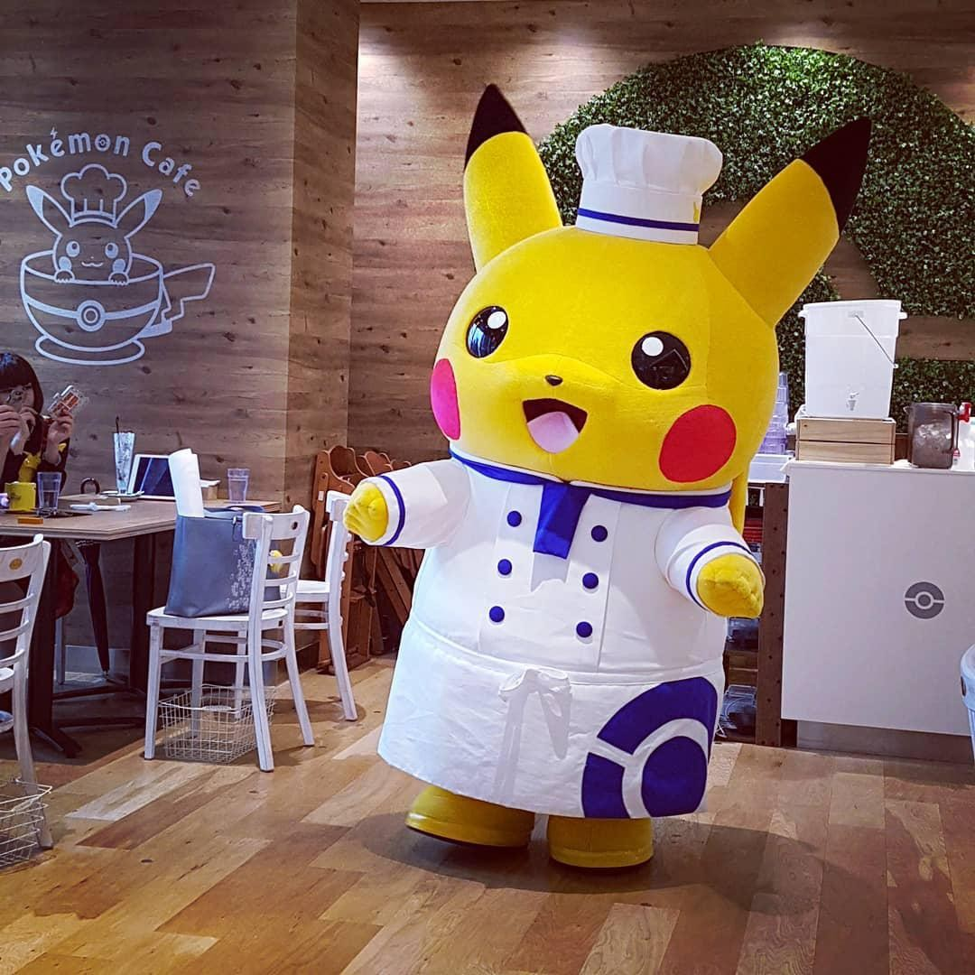 Anime Cafes Tokyo - Pikachu Chef Mascot