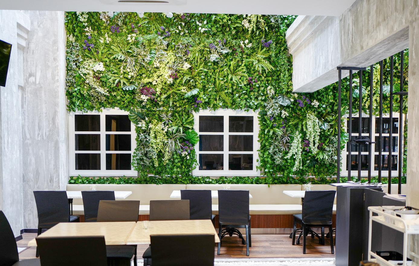 KL Hotels - mil design cafe green wall