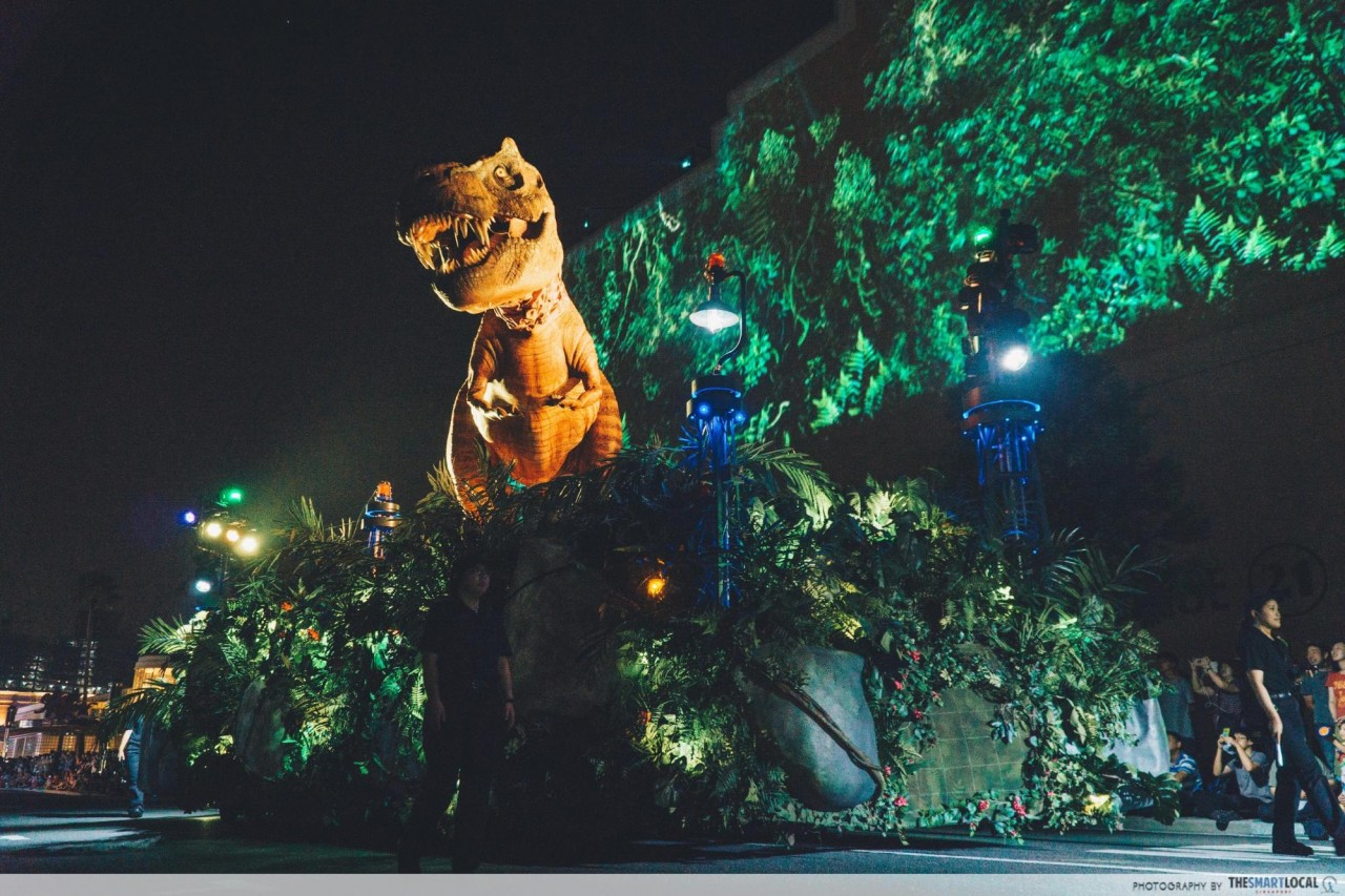 USJ - jurassic t rex parade float