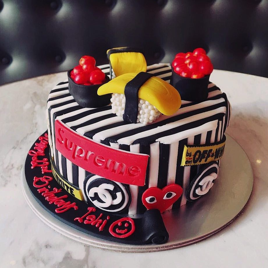 Cake Spade - customised birthday cakes