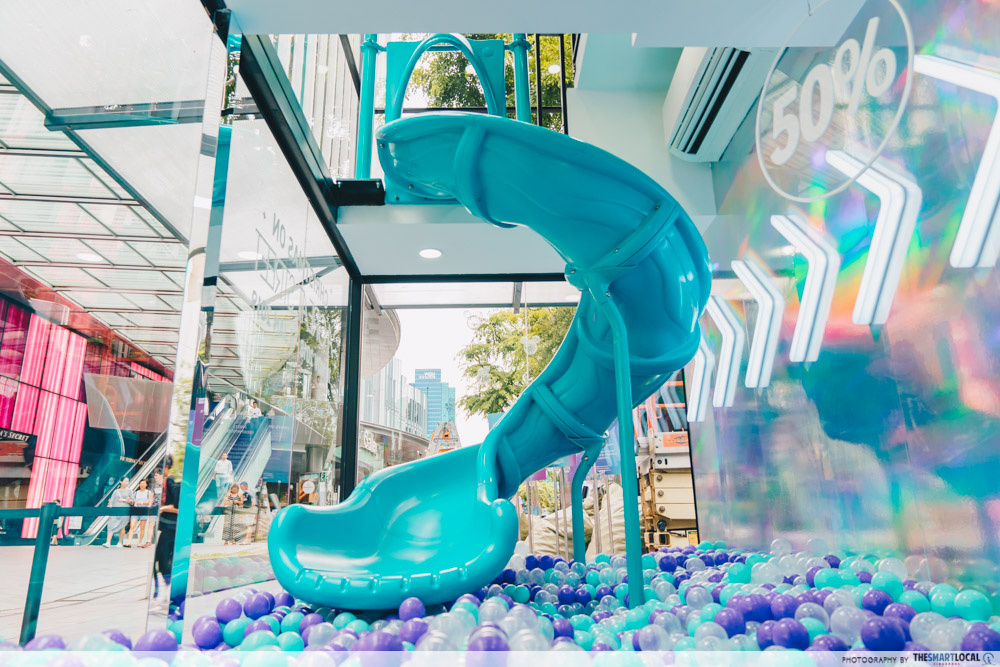 OPPO Pop up Experience - social playground holo slide
