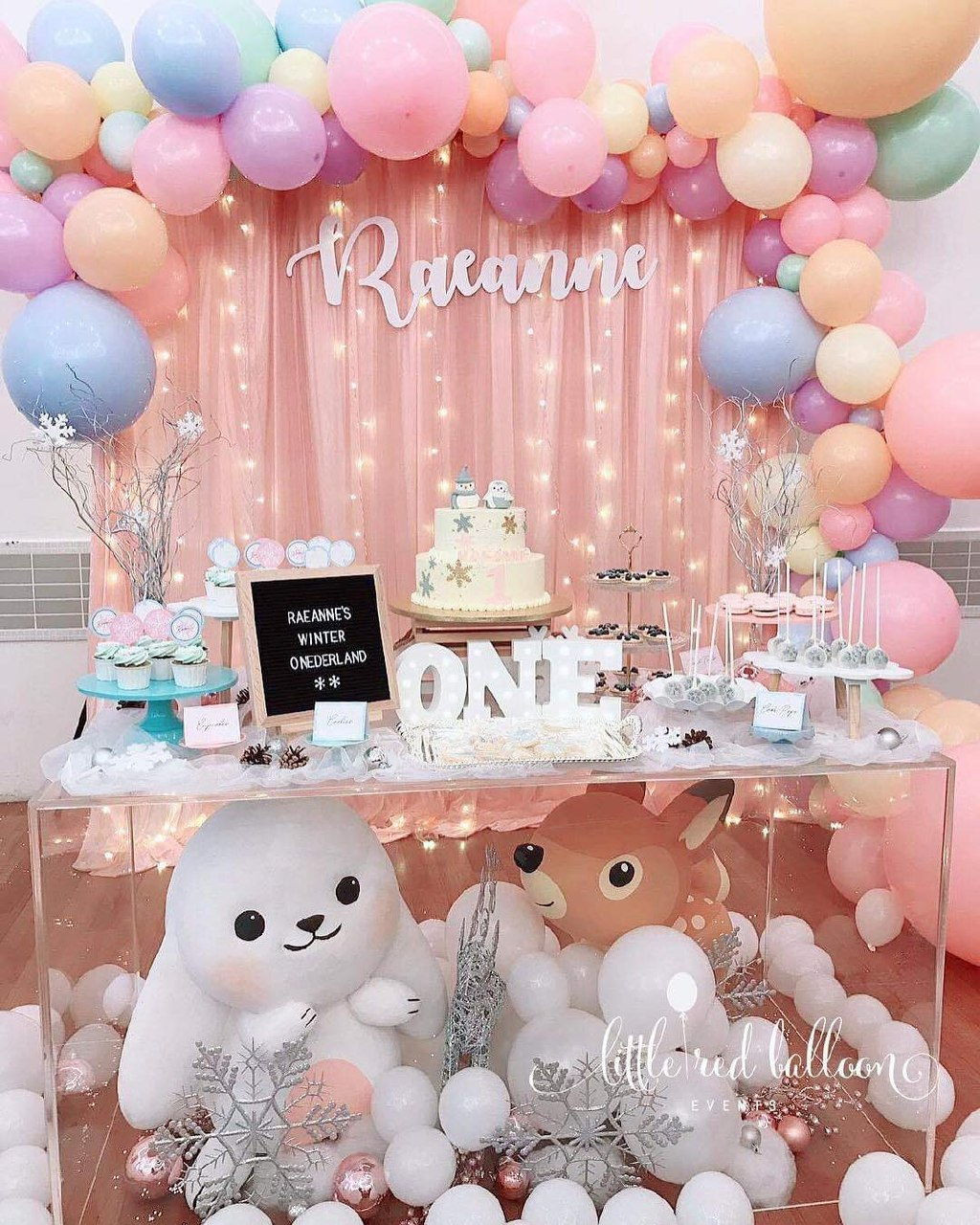 pink cartoon dessert table