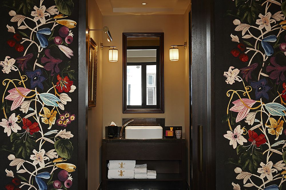 the vagabond club romantic boutique hotel singapore staycation couple bathroom