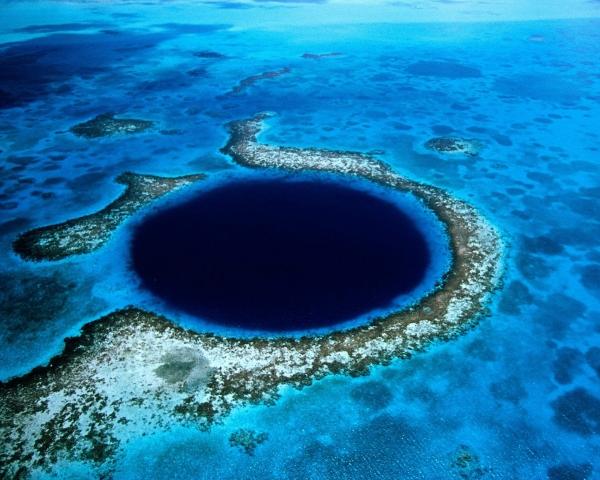 b2ap3_thumbnail_Great-Blue-Hole-Belize-2048x2560.jpg