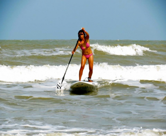Surfer mum makes waves with Stand-Up Paddling