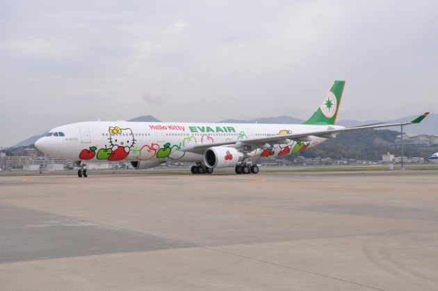 b2ap3_thumbnail_EVA-AIR-Hello-Kitty-Apple-Jet-01.jpg
