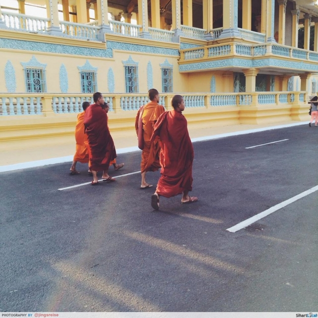 b2ap3_thumbnail_monks-Copy_20140825-023819_1.jpg
