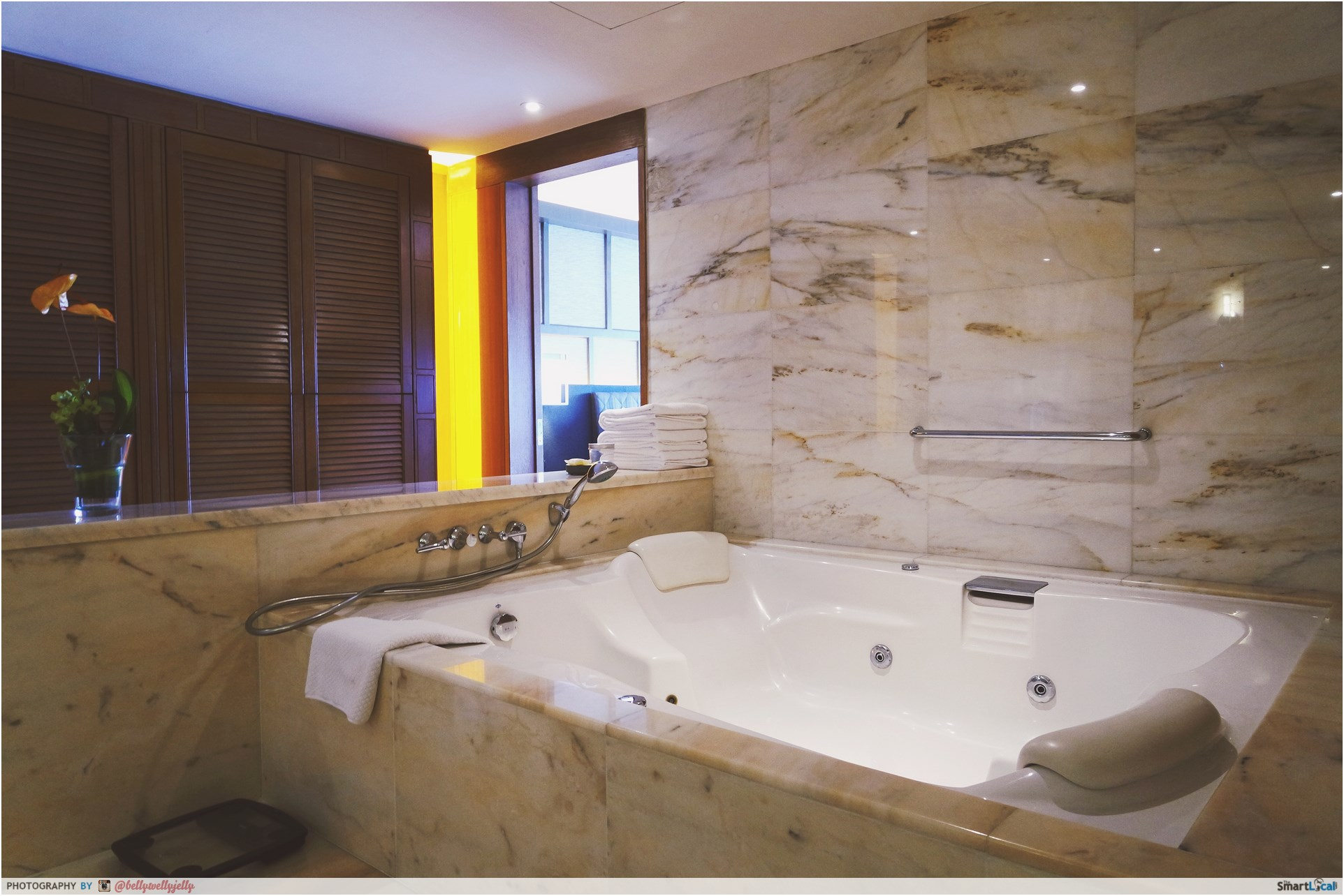 10 epic singapore hotel rooms you must see to believe for How big is a bathtub