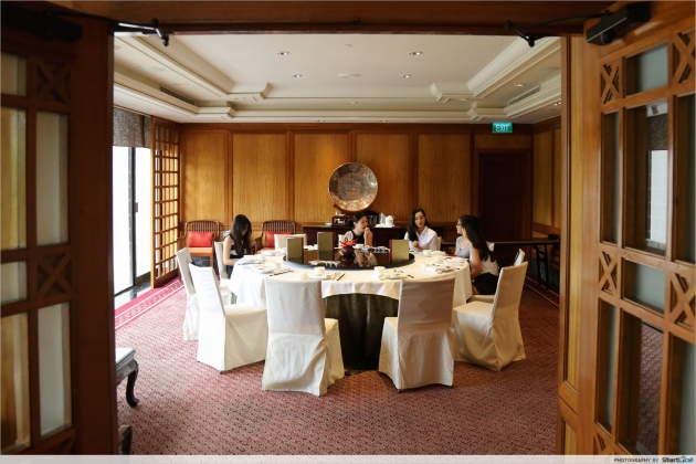 Claypot Party at Regent Singapore's Summer Palace - Claypot with Crocodile Meat!