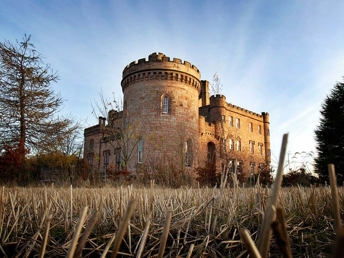 14 breathtaking places in the world that have amazing for Stay in a haunted castle in scotland