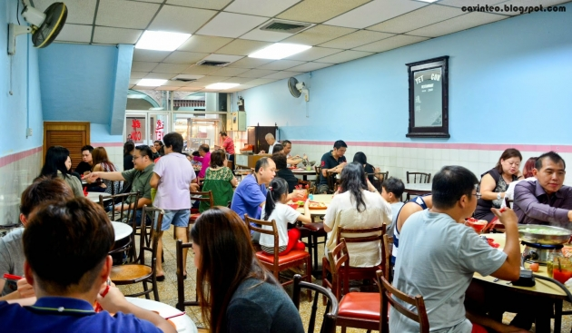 b2ap3_thumbnail_03-Yet-Con-Restaurant--Their-Famous-Chicken-Rice--25-Purvis-Street-Near-Raffles-Hotel-Large.JPG