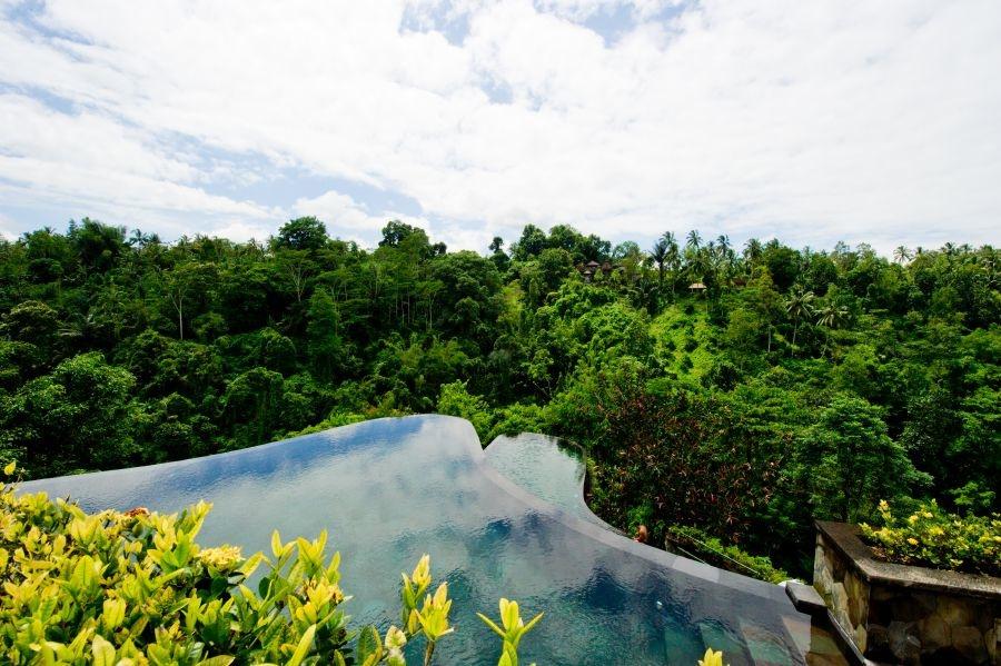 15 beautiful infinity pools you will travel across the for Infinity pool ubud