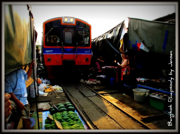 b2ap3_thumbnail_Maeklong-Train.jpg