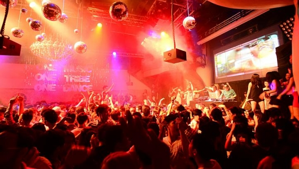 30 Bars, Clubs And Nightlife Spots In Singapore To Visit Before You Die