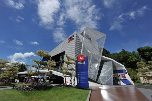 iFly Singapore Review & New world records set!