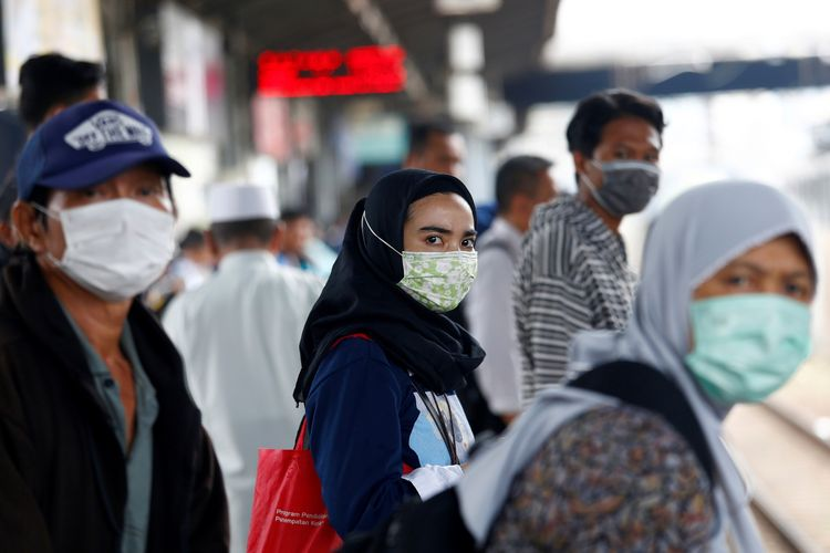 Health protocol breakers could face sanctions - People wearing masks