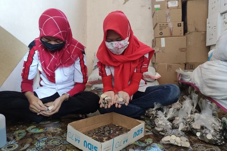 employees counting coins