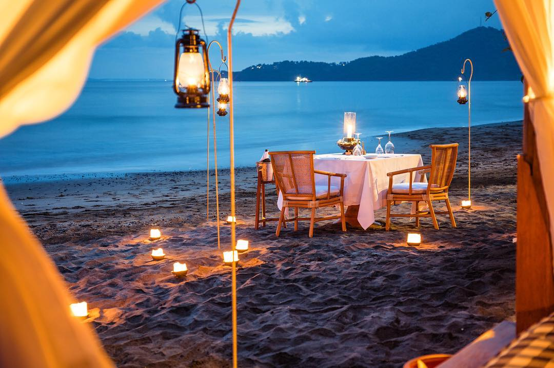amankila private beach dinner