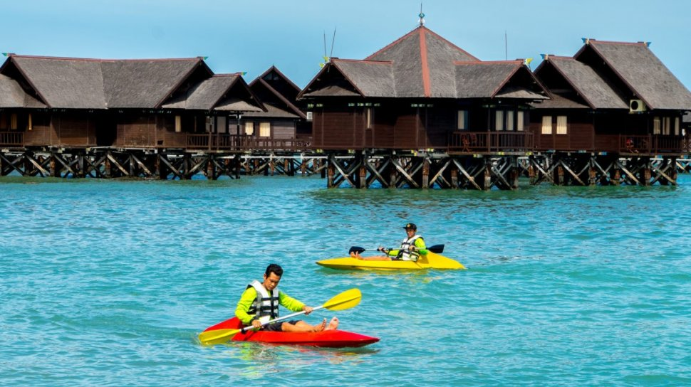 pulau ayer resorts kayaking