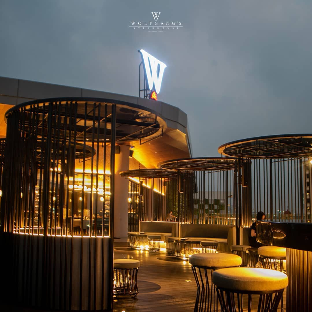 Steakhouses in Jakarta - wolfgangs steakhouse rooftop ambiance