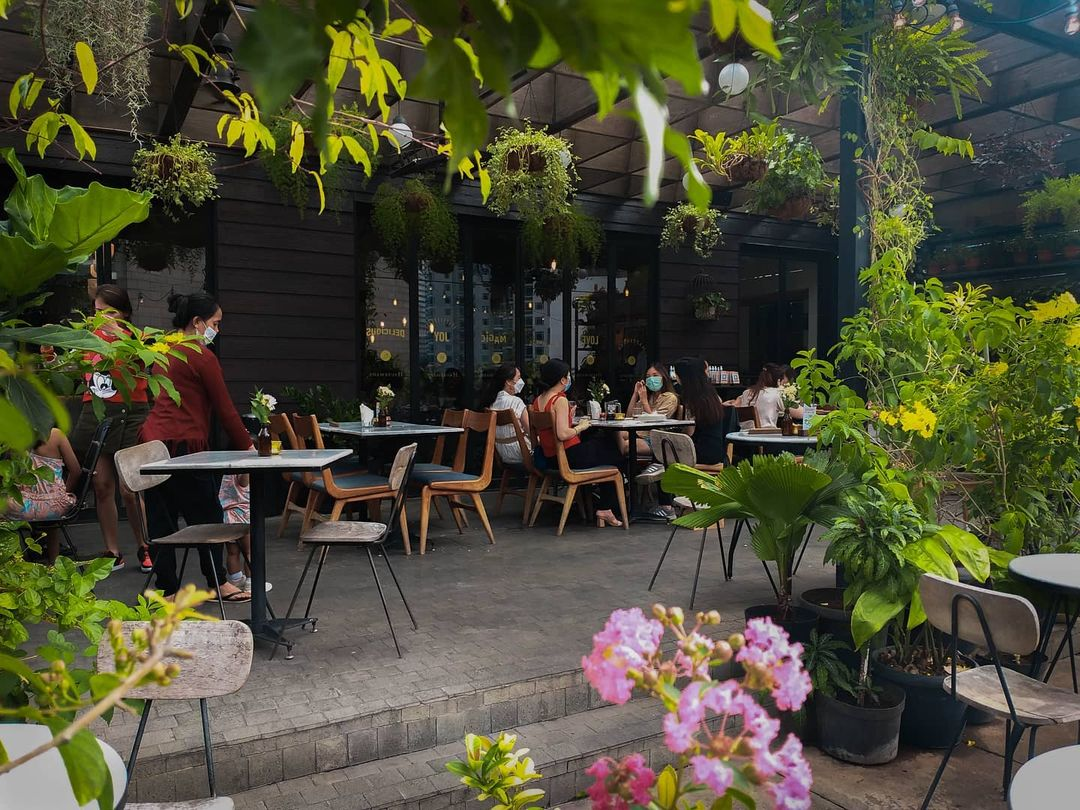 outdoor dining jakarta - hause rooftop