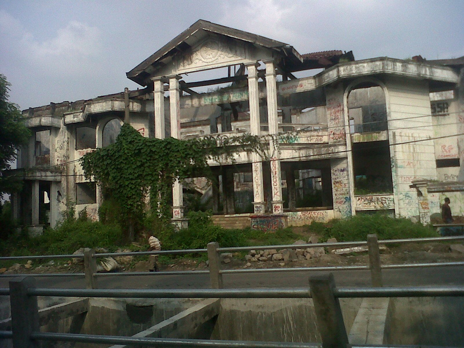 haunted places indonesia - pondok indah house