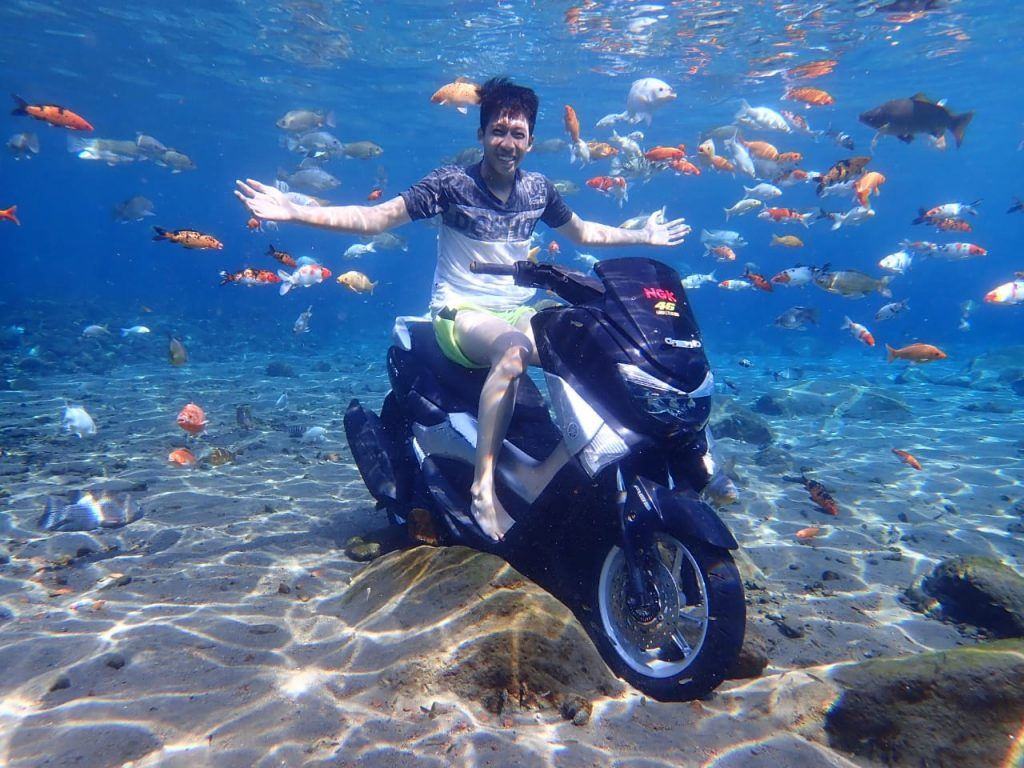 underwater photo at umbul ponggok