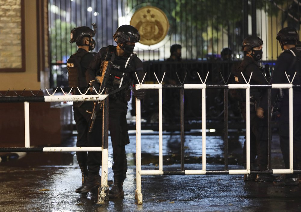 barricade outside indonesian national police hq