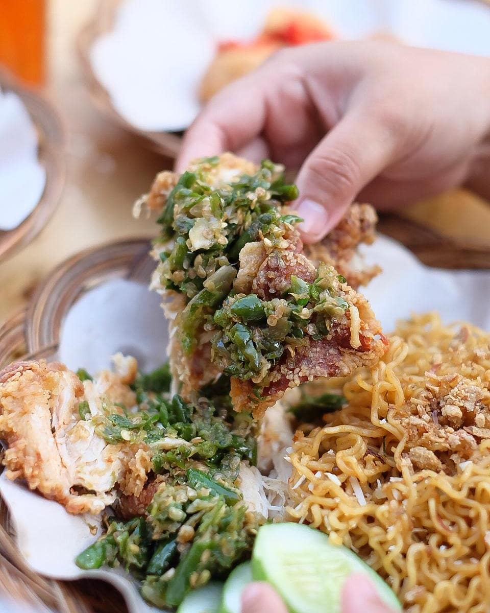 spicy indonesian food - ayam geprek with green chilli