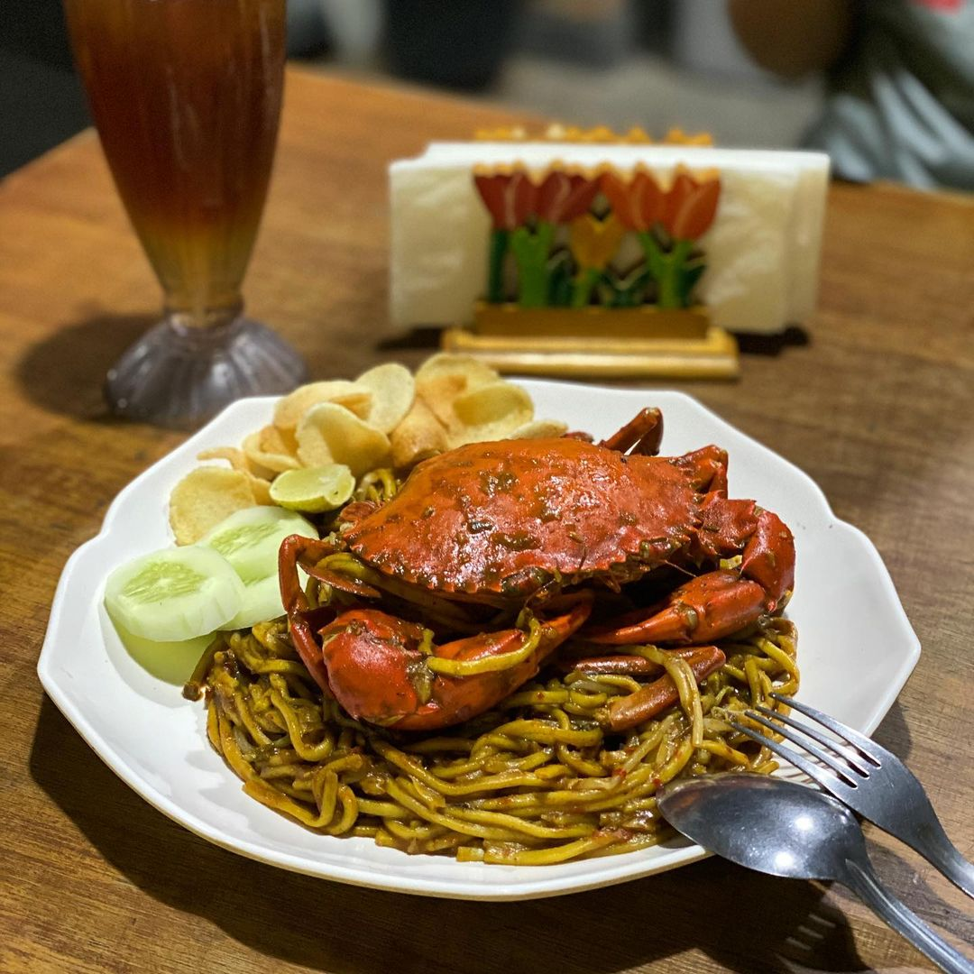 spicy indonesian food - mie aceh with crab